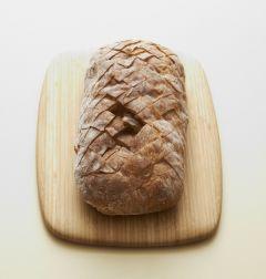 1. 유럽빵에 벌집 모양으로 칼집을 넣는다.