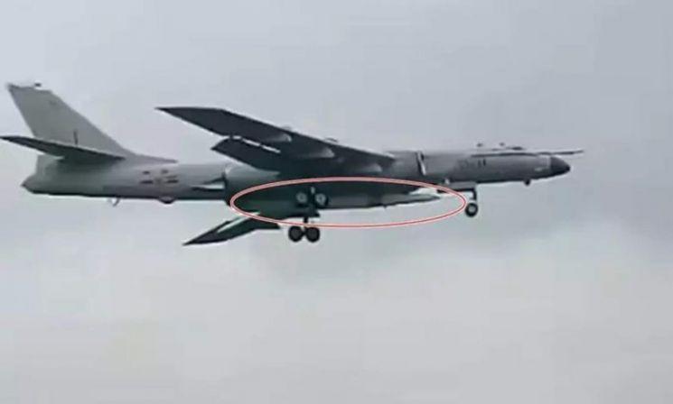 H-6N 전략폭격기에 탑재된 극초음속 대함탄도미사일