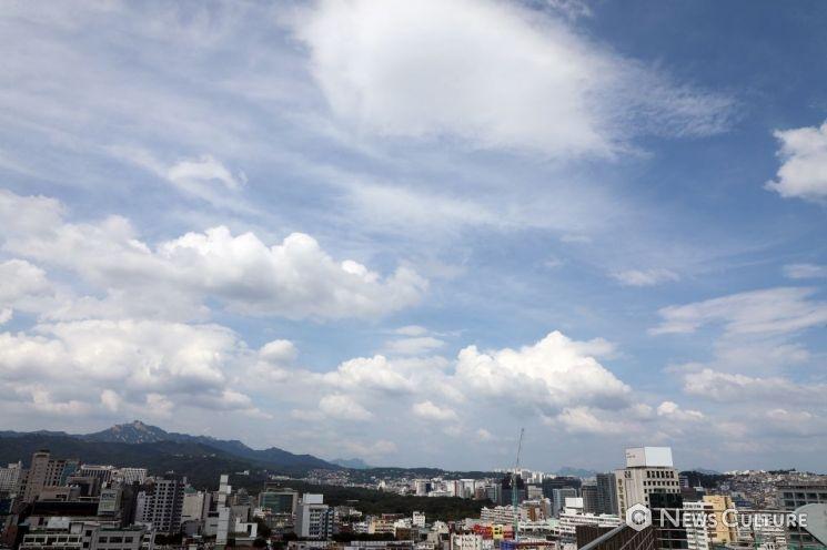 [오늘의날씨]출근길 기온 뚝, 아침 최저 1도…일부지역 빗방울