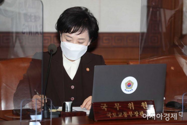 [포토]생각에 잠긴 김현미 장관