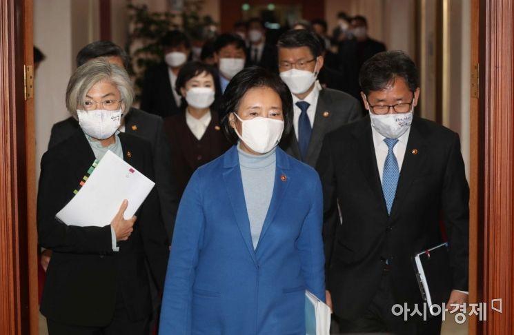 [포토]국무회의 참석하는 국무위원들