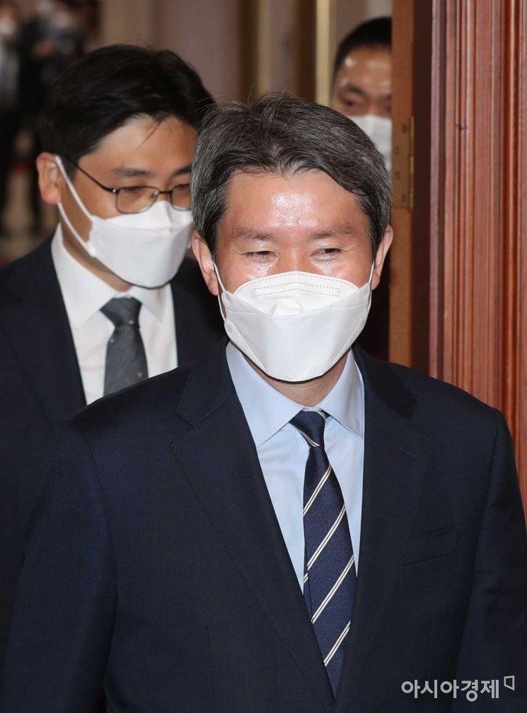 [포토]국무회의 참석하는 이인영 장관
