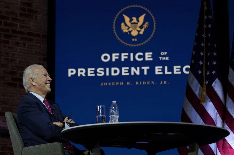 조 바이든 미국 대통령 당선인이 23일 미국 전역의 시장들과 화상회의를 하고 있다. [이미지출처=AP연합뉴스]