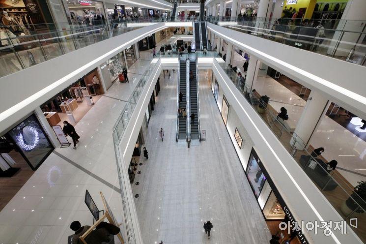 [포토] 거리두기 격상으로 한산한 쇼핑몰