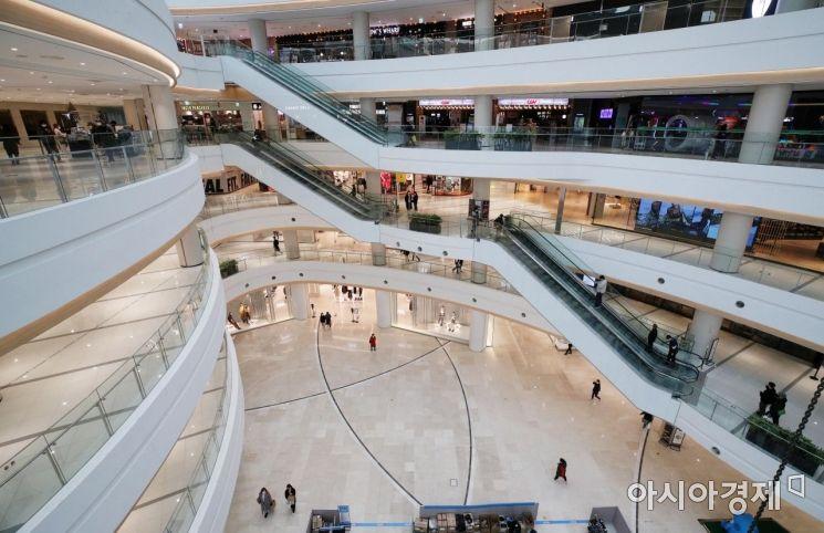[포토] 거리두기 2단계 시행, 한산한 쇼핑몰