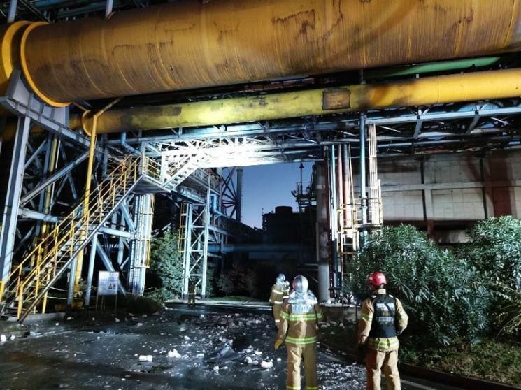24일 오후 4시2분쯤 전남 광양시 금호동에 위치한 포스코 광양제철소 1고로 부대설비에서 폭발이 발생해 2명이 사망하고 1명이 실종됐다. 소방당국이 현장에서 실종사 수색을 벌이고 있다. (사진= 소방청)