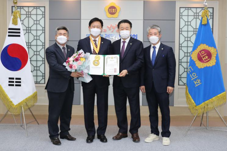 김한종 전남도의회 의장은 '2020 자랑스런 대한국민대상' 자치의정 부문을 수상했다. 사진=전남도의회 제공
