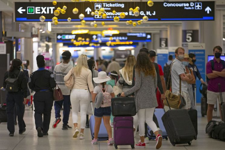 미국 플로리다주 마이애미의 마이애미 국제공항이 22일(현지시간) 추수감사절을 앞두고 여행객으로 붐비고 있다. (사진=연합뉴스)