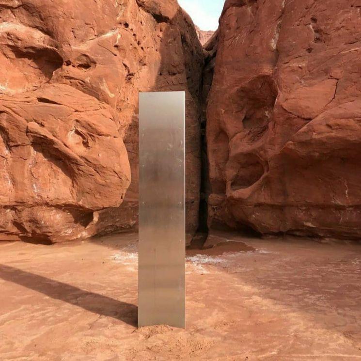 금속기둥이 발견된 직후의 모습
