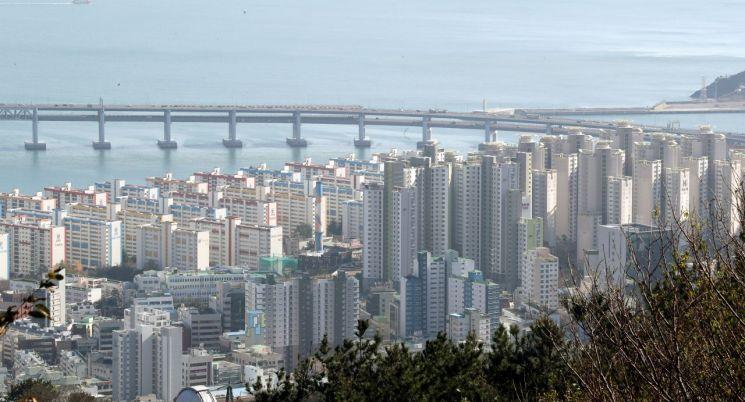 부산 수영구 일대 아파트 단지 모습. [이미지출처=연합뉴스]