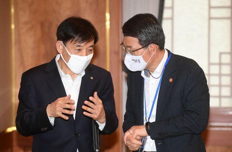 이주열 한국은행 총재(왼쪽)와 은성수 금융위원장 [이미지출처=연합뉴스]