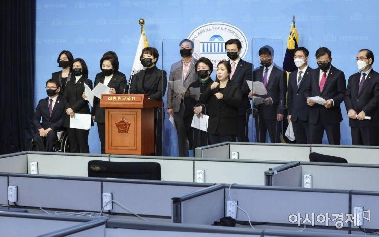[포토] 기자회견 갖는 국민의힘 초선 의원들