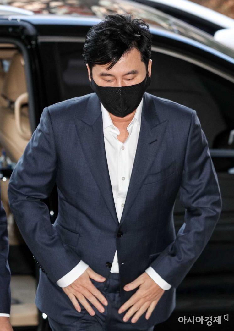 해외에서 억대 원정도박을 벌인 혐의를 받고 있는 양현석 전 YG엔터테인먼트 대표가 27일 서울 마포구 서부지방법원에서 열린 선고 공판에 출석하고 있다./강진형 기자aymsdream@