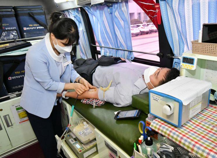 BNK경남은행, 혈액 수급 안정화 위한 사랑의 헌혈 행사 동참