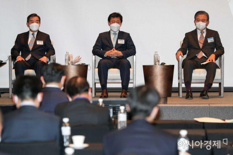 [포토]한일경제인회의 참석한 김윤 회장-홍석현 대표