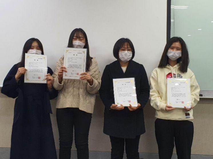 [대상 수상팀(TrenD), 오른쪽부터 조은해, 하상지, 이현지, 임예진]