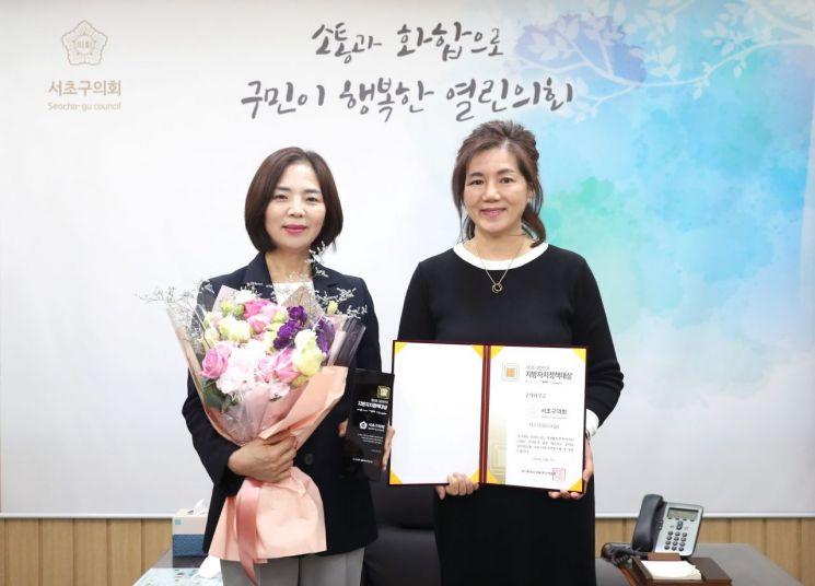 김안숙 의장(왼쪽)과 안종숙 의원(전 의장)