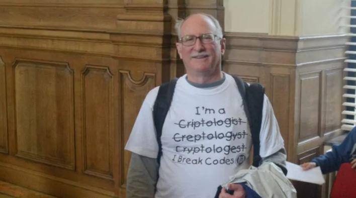 지난 2003년 미 국립표준기술연구소에서 근무하며 비밀번호 설정 지침을 제작했던 IT 전문가 빌 버 씨. / 사진=온라인 커뮤니티 캡처