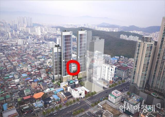 황금동 해피하우스(붉은 색 표시) 아파트 앞에 들어서는 42층 주거복합아파트 조감도. (해피하우스피해대책위 제공)