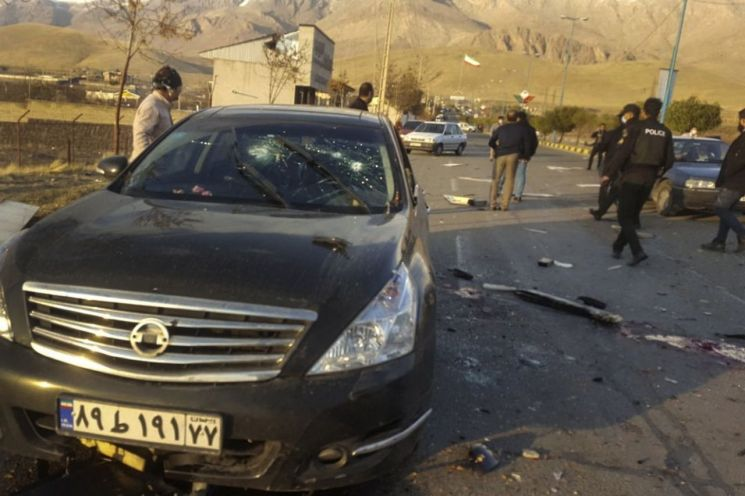 27일(현지시간) 이란 수도 테헤란 인근 소도시 아브사르드의 핵 과학자 모센 파크리자데 암살 현장. [이미지출처=연합뉴스]