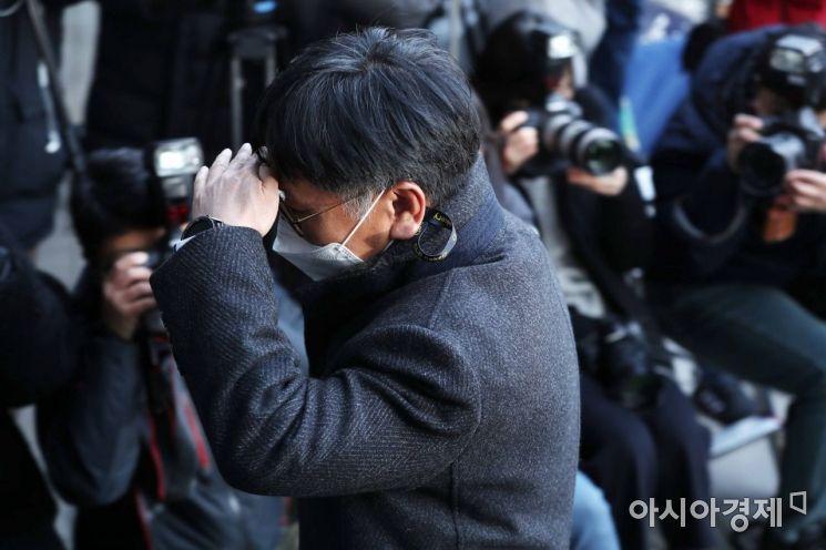 [포토]법원 들어서는 이옥형 변호사