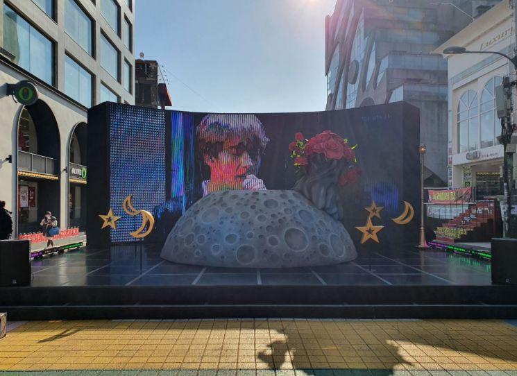 '방탄소년단(BTS) JIN 테마거리' 들어선 마포구 홍대축제거리