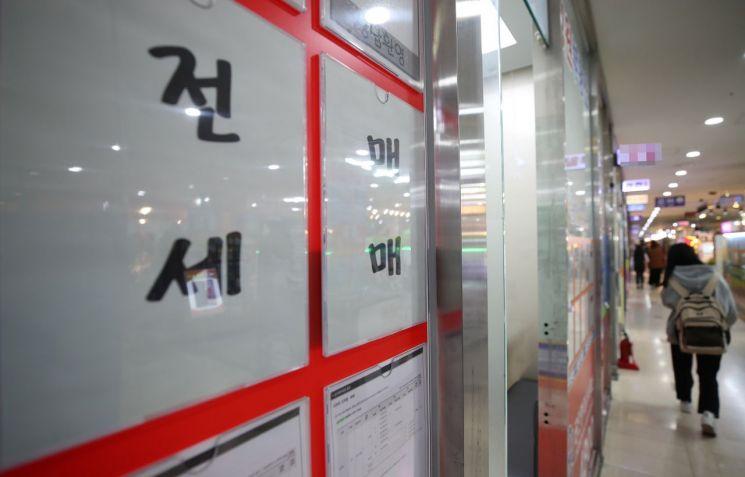 서울 송파구의 한 상가 부동산중개업소 (사진=연합뉴스)