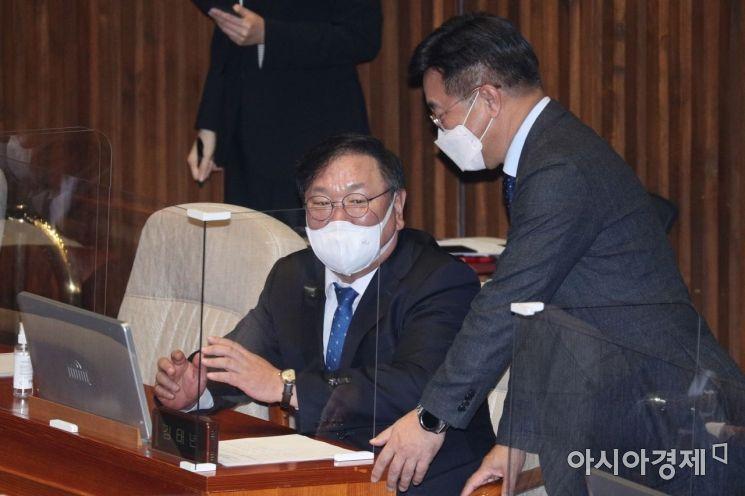 [포토] 이야기 나누는 김태년·윤호중
