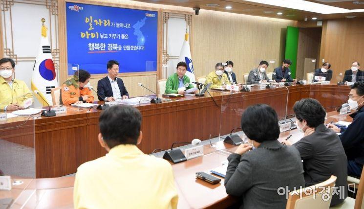 이철우 경북도지사가 1일 도청 간부회의를 주재하고 있는 모습.