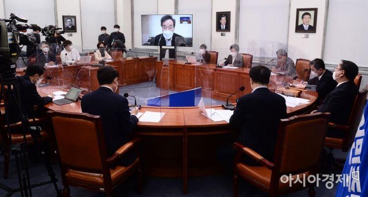 이낙연 더불어민주당 대표가 2일 국회에서 열린 최고위원회의에 화상으로 참석, 모두발언을 하고 있다./윤동주 기자 doso7@