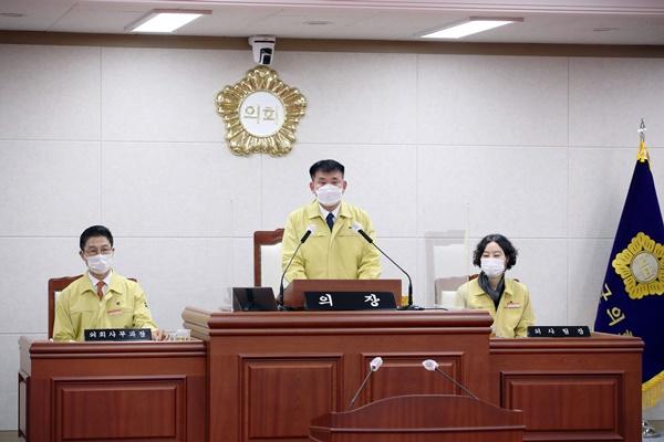 김대현 무안군의장이 방역수칙 준수를 당부하는 호소문을 발표했다. (사진=무안군 제공)