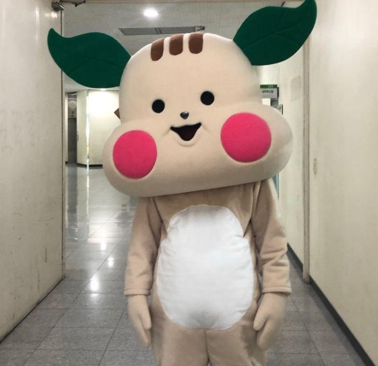 동명대 대학혁신지원사업단이 개발한 캐릭터 '따구'의 인형탈.