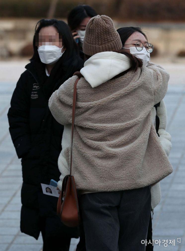 [포토]'수능 끝, 따뜻한 포옹'