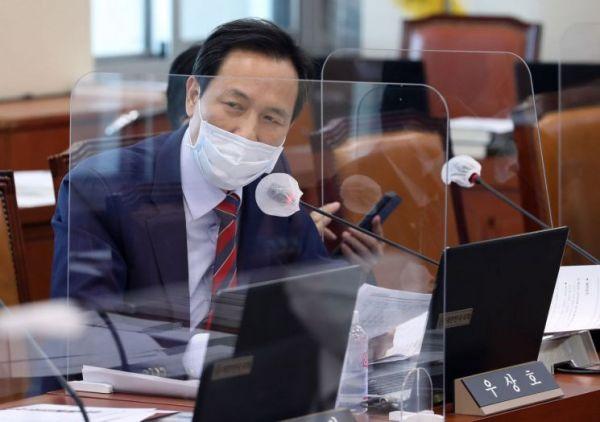 우상호 더불어민주당 의원이 지난 10월8일 오후 서울 여의도 국회에서 열린 과학기술정보방송통신위원회의 방송통신위원회에 대한 국정감사에서 한상혁 방통위원장에게 질의하고 있다. [이미지출처=연합뉴스]
