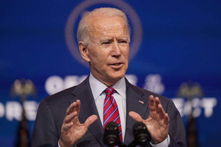 조 바이든 미국 대통령 당선인이 4일(현지시간) 자택이 있는 델라웨어주 윌밍턴에서 가진 기자회견에서 '일자리'와 관련해 발언하고 있다. [이미지출처=연합뉴스]