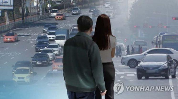고속도로를 달리는 택시 안에서 여성 택시기사를 성추행하고, 폭력을 휘두른 50대 남성 승객에게 실형이 선고됐다.