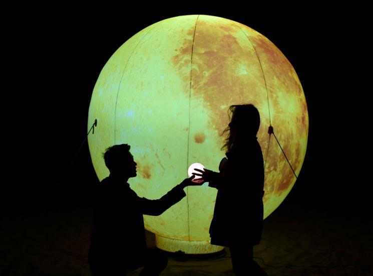 [조용준의 여행만리]그리움 차에 띄웠나, 기다림 달에 새겼나