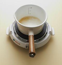 4. 머랭을 만든다. 냄비에 물, 설탕 A를 넣고 120℃까지 끓여 시럽을 만든다.