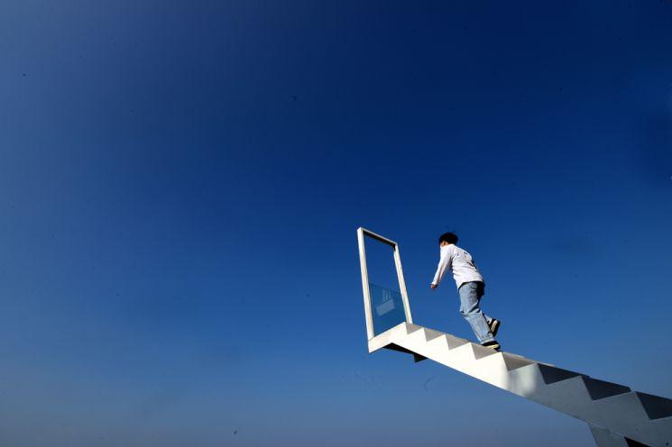 실안해안도로 인근 한 카페에 마련된 천국의 계단