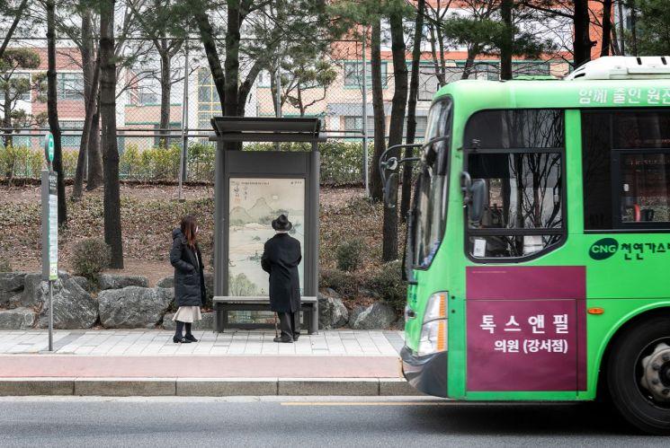 허준박물관과 겸재정선미술관 주변 정류장 예술 작품·디자인 가미