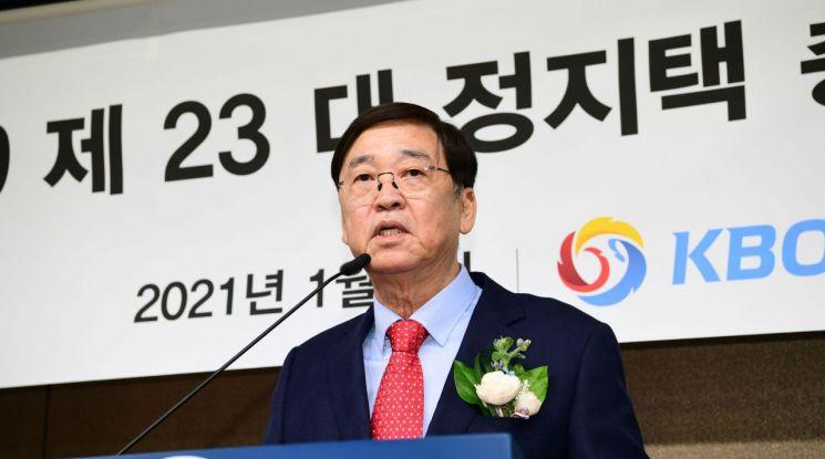 정지택 한국야구위원회(KBO) 신임 총재가  5일 서울 도곡동 야구회관에서 열린 취임식에서 취임사를 하고 있다. (사진=공동취재단)