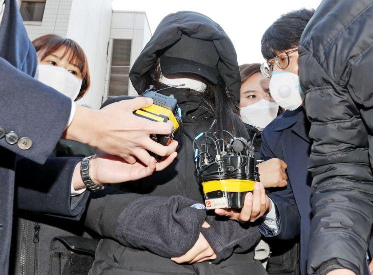 생후 16개월 입양아 정인이를 학대해 사망에 이르게 한 혐의로 항소심 재판을 받고 있는 양모 장모씨 [이미지출처=연합뉴스]