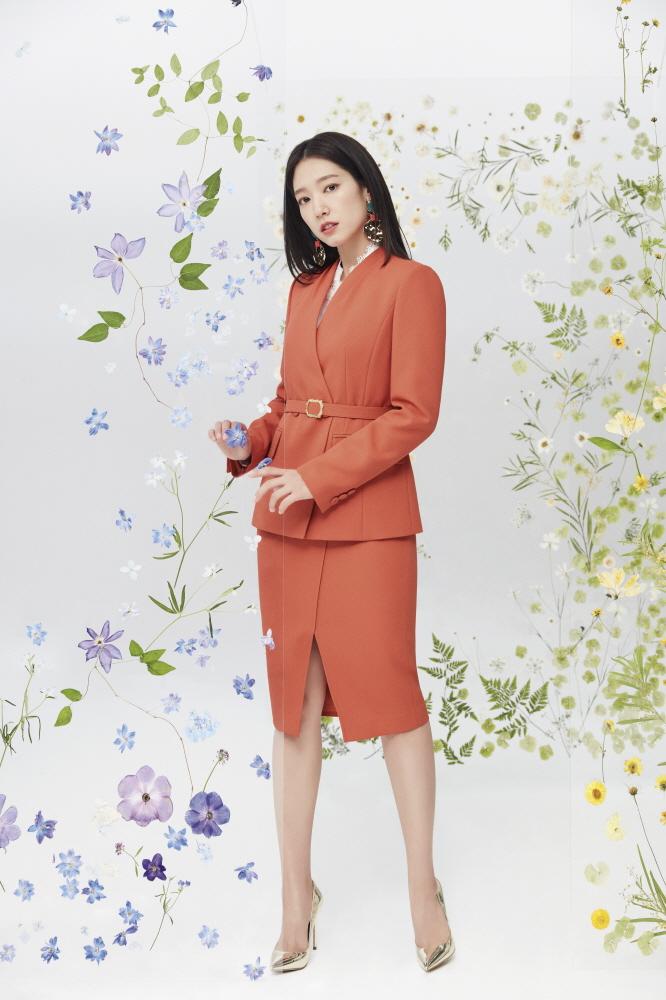봄을 부르는 박신혜