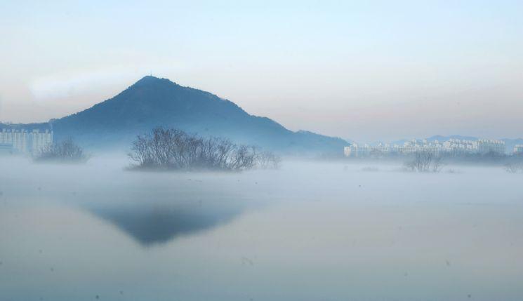 호반의 아침풍경