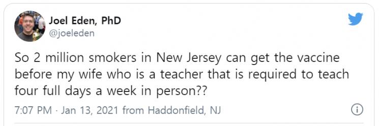 한 뉴저지 주민이 트위터를 통해 흡연자들이 교사들에 비해 먼저 백신을 맞을 수 있도록 한 주 정부의 조치를 비판했다.