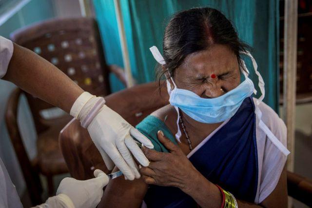 인도는 16일(현지시간) 세계 최대 규모 신종 코로나바이러스(코로나19) 백신 접종을 시작했다. [이미지출처=로이터연합뉴스]