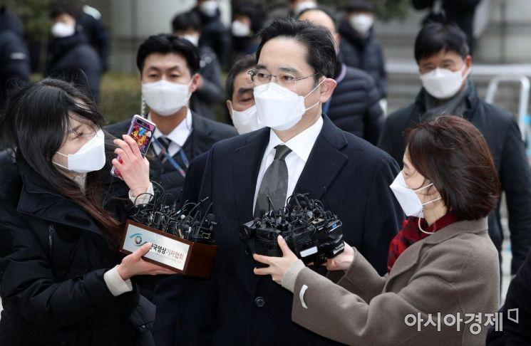 [포토] 이재용 부회장, 국정농단 사건 파기환송심 선고공판 출석