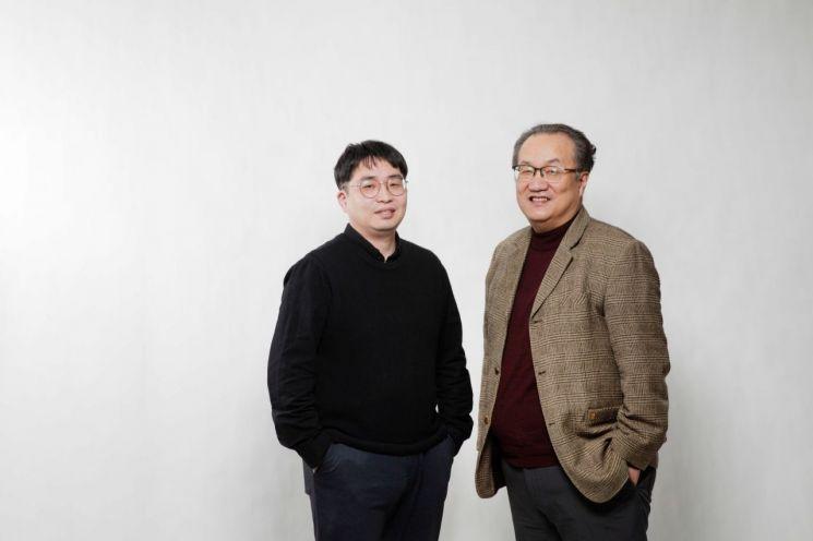 유니스트 정홍식 교수(우측)과 임동혁 박사(좌측).