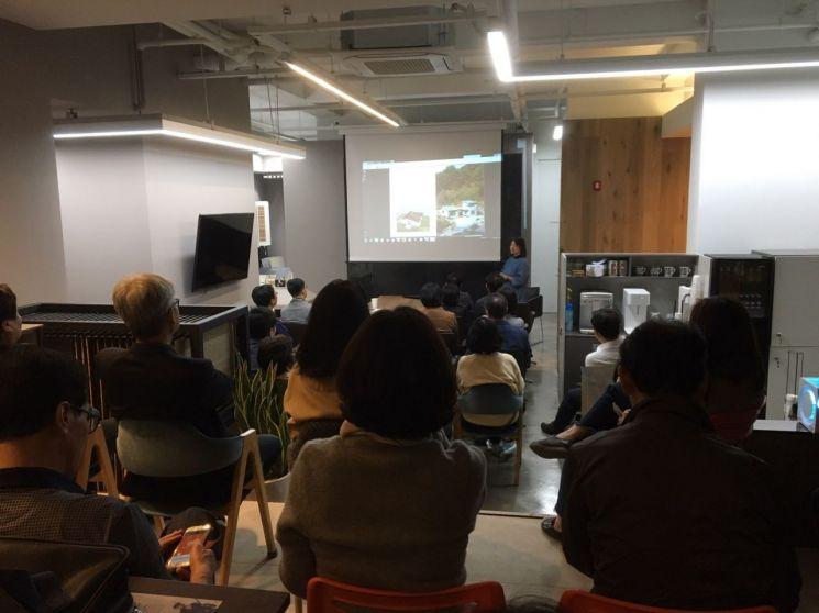 종로구 평생학습프로그램 '건축 교양학교' 수업 장면