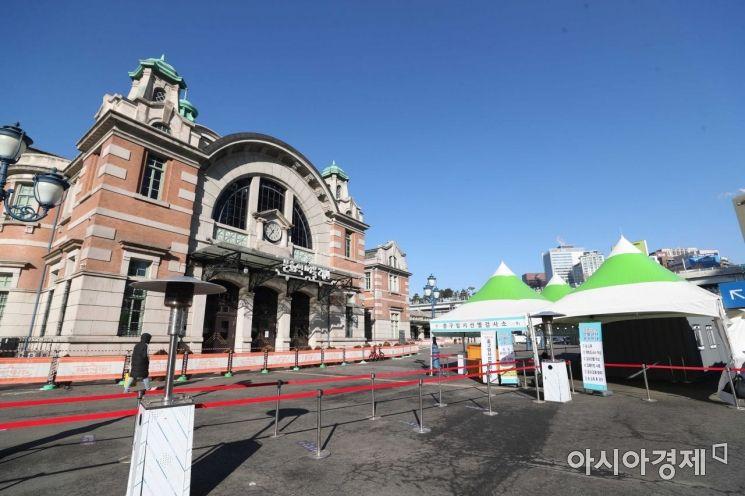 [포토]조용한 서울역 코로나19 임시 선별검사소